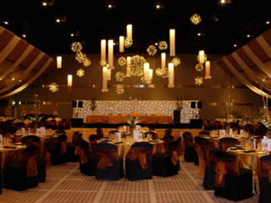 ACC-Draping White Material Lanterns & Bud Light Balls